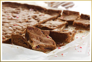 GODIVA Peppermint Bark Cookie Bars