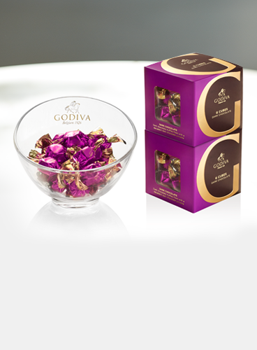 Dark chocolate g cubes in bowl